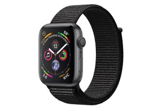 Watch series 4 GPS 44 mm Space Gray Aluminum Case with Black Sport Loop
